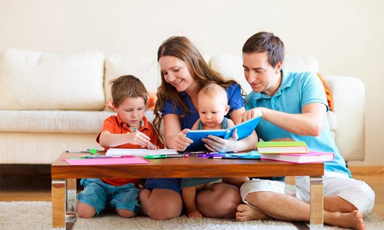 Родители занимаются с детьми