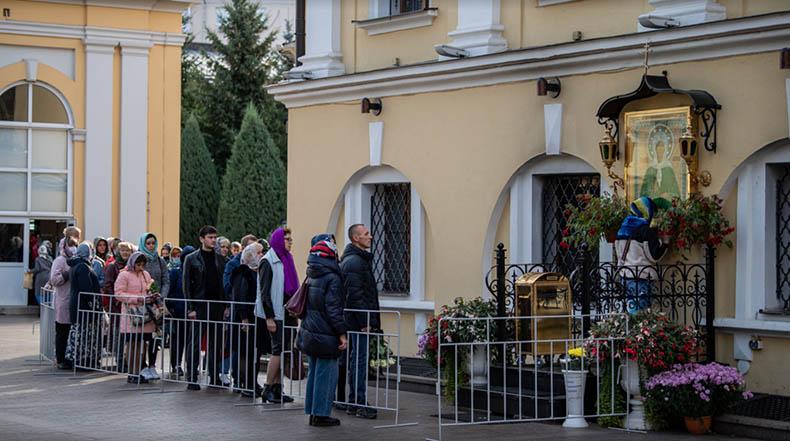 У иконы святой блаженной Матроны Московской