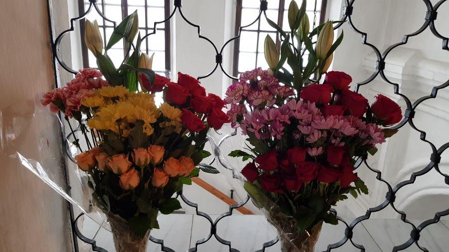 Цветы святителю Николаю и святителю Спиридону