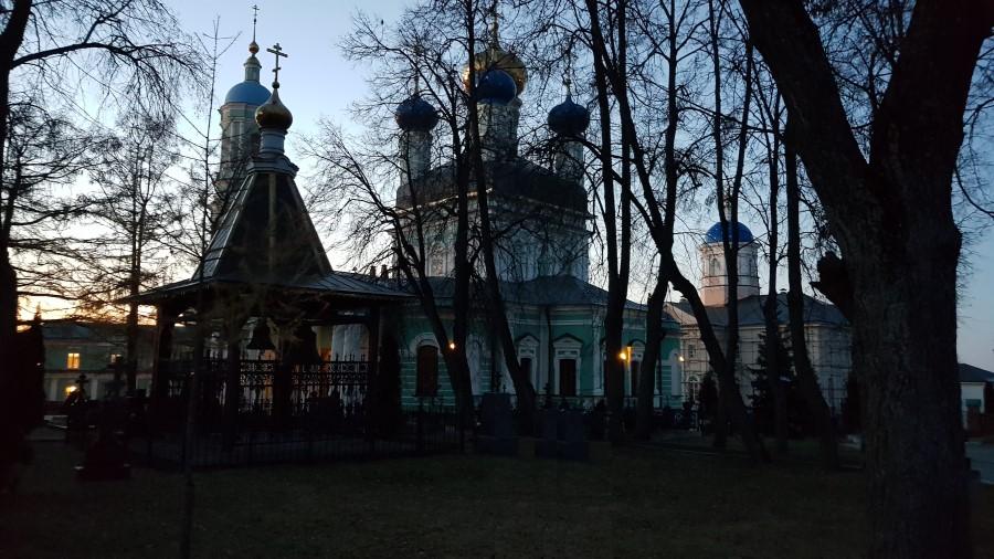 вонница на фоне Введенского храма