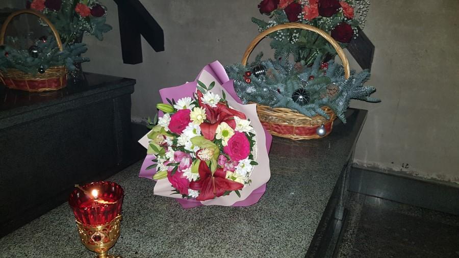 Цветы Оптинским новомученикам
