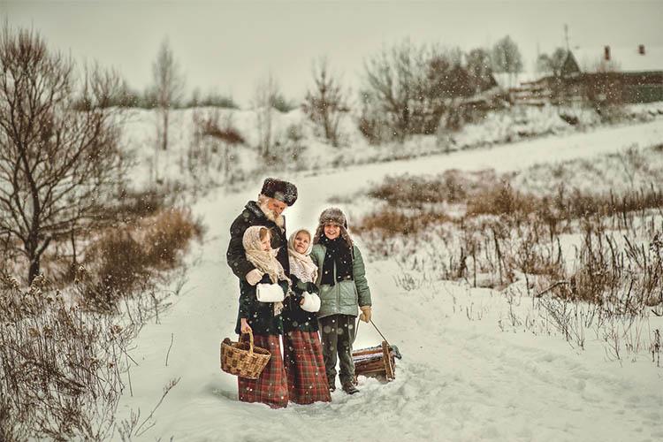 Дети у дедушки в деревне