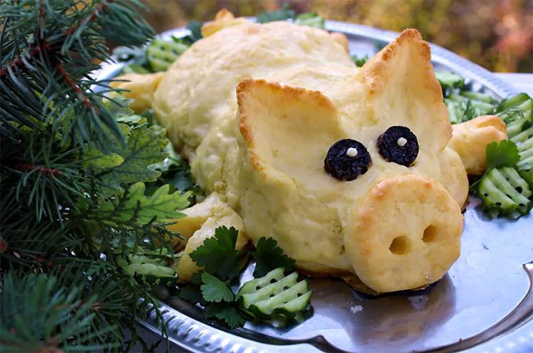 Печеный поросенок из картофеля