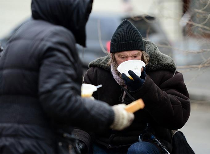 Помощь бездомным людям