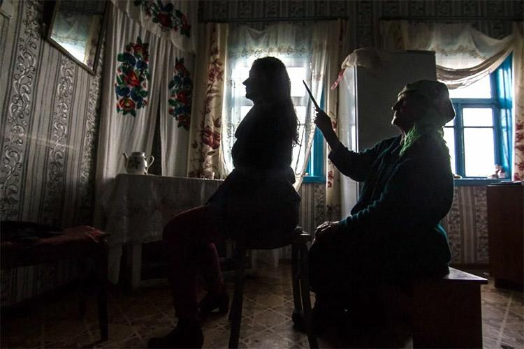 Женщина у «бабки»