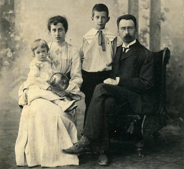 Алексей Бахрушин с семьей