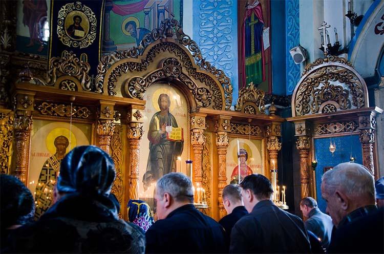 На Богослужении в храме