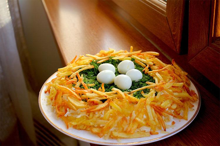 Острая жареная морковь с перепелиными яйцами