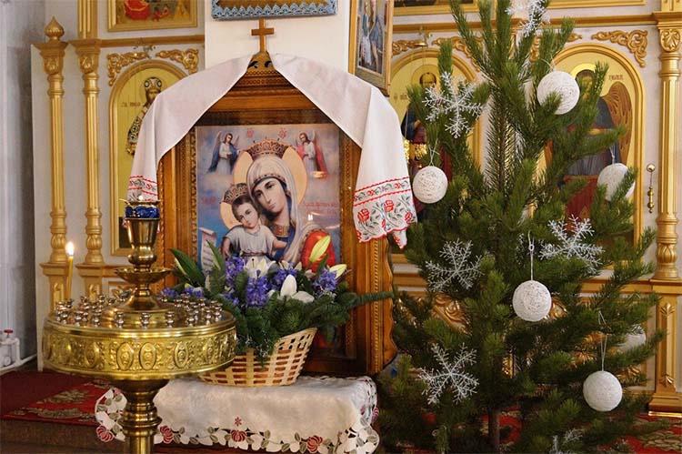 Святочные дни в храме