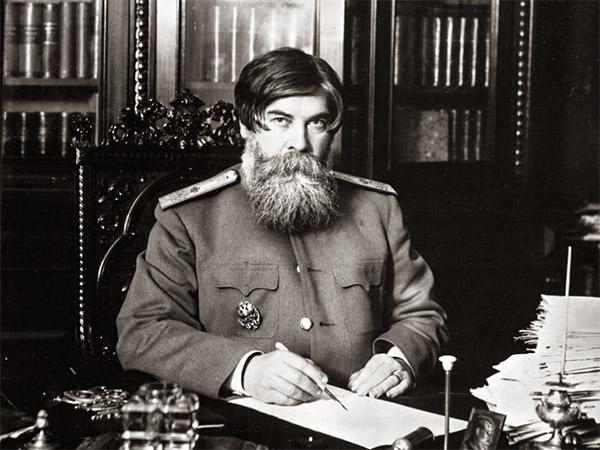Владимир Бехтерев за рабочим столом