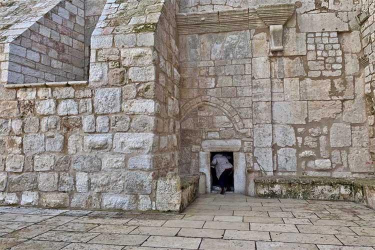 Врата Смирения