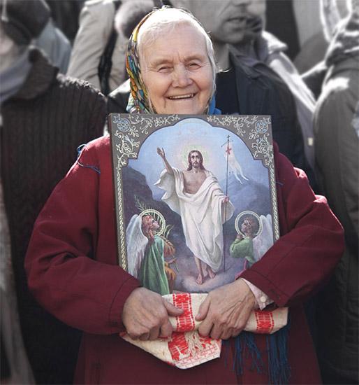 Радостная бабушка с иконой