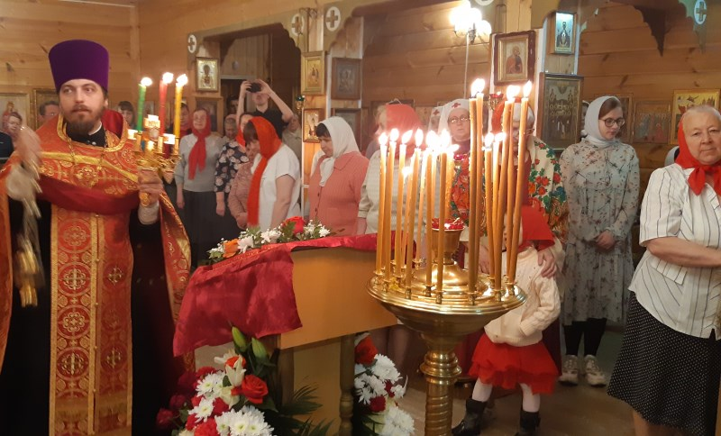 Записки, свечи и цветы на Пасху в Храм!