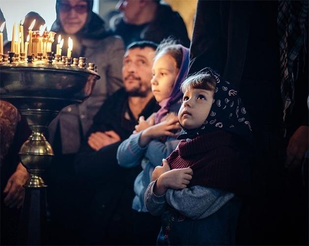 Дети с родителями в храме