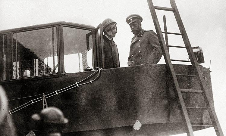Игорь Сикорский и император Николай II на борту «Русского витязя»