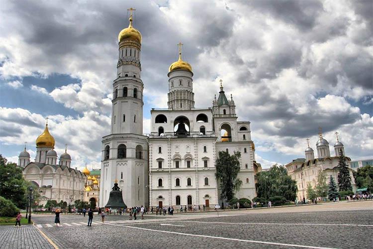 Колокольня Ивана Великого и церковь Иоанна Лествичника