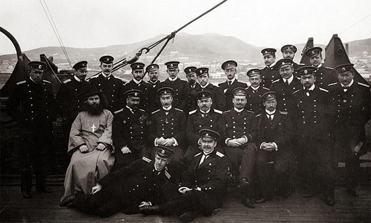 Команда корабля с флотским священником