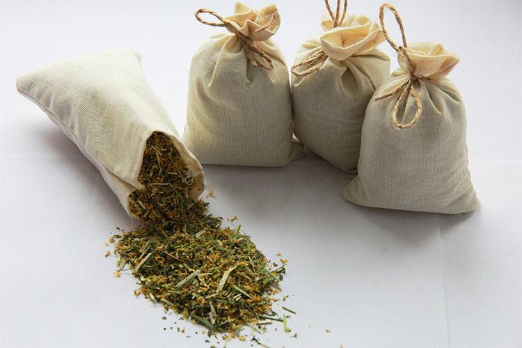 Лекарственные травы в мешочках