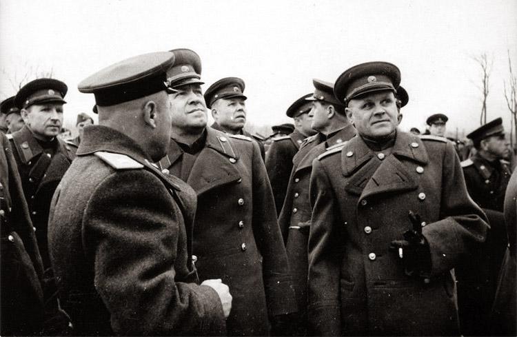 Маршалы Жуков и Конев