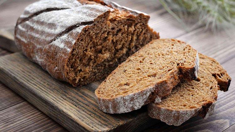 Нарезанный ржаной хлеб
