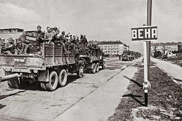 Советские солдаты в Вене