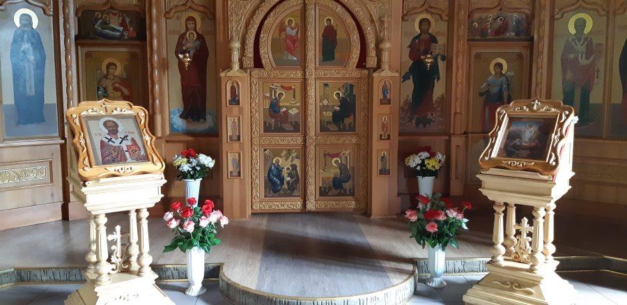 Цветы, переданные от всех нас в Свято-Никольский храм