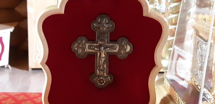 Крест-мощевик, в котором хранится частица мощей святителя Николая Чудотворца