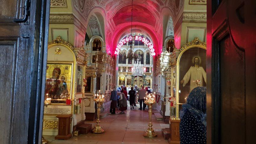 Вход в Свято-Ильинский храм