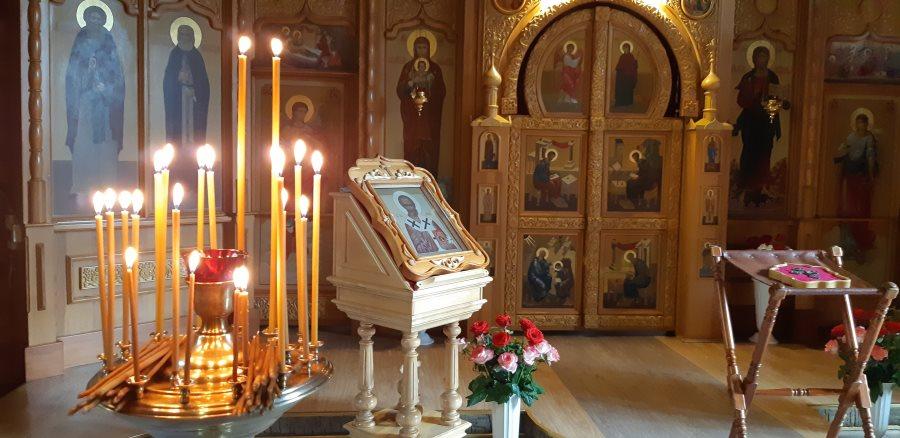 Свечи, поставленные за нас пред иконой и мощами святителя Николая