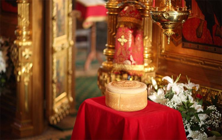 Артос в храме