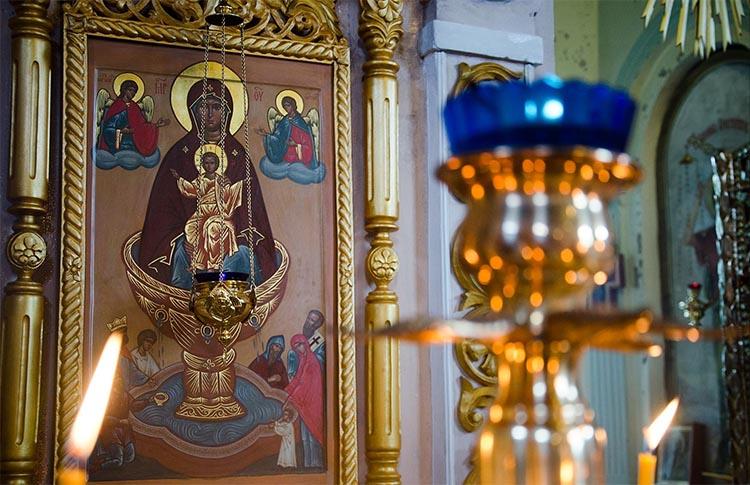 Икона Божьей Матери «Живоносный источник» в храме