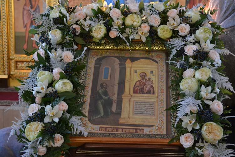 Икона Божией Матери «Нечаянная Радость» в храме