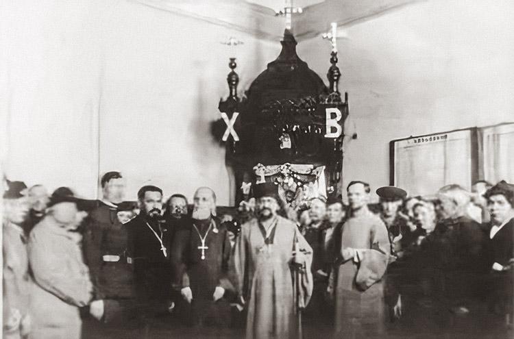 Икона Николая Чудотворца на вокзале в Харбине