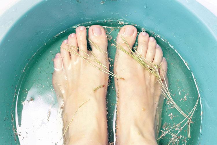Ноги в тазу