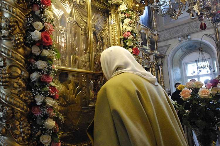 Перед иконой Богородицы «Нечаянная Радость»