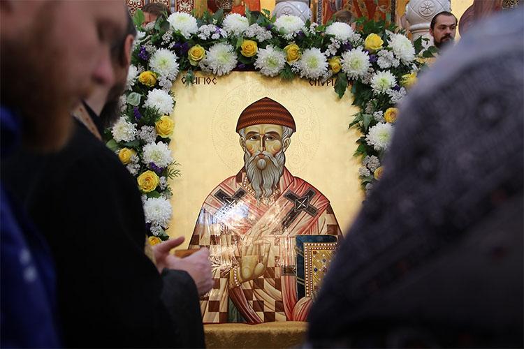 Перед иконой святителя Спиридона Тримифунтского
