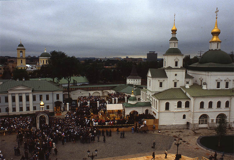 Богослужение в Московском Даниловом монастыре. 12 июня 1988 г.