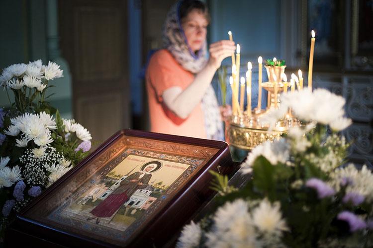 Перед иконой святой блаженной Ксении Петербургской