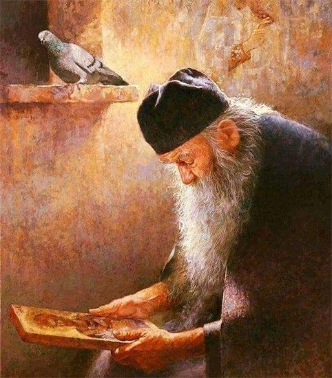 Старец с иконой в руках