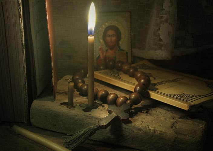 Свеча, икона, молитвослов