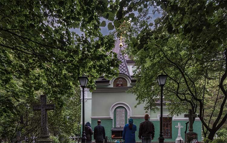 У часовни блаженной Ксении на Смоленском кладбище