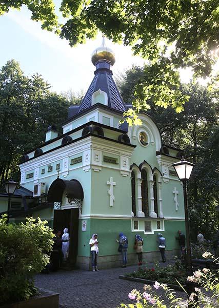 У часовни на Смоленском кладбище