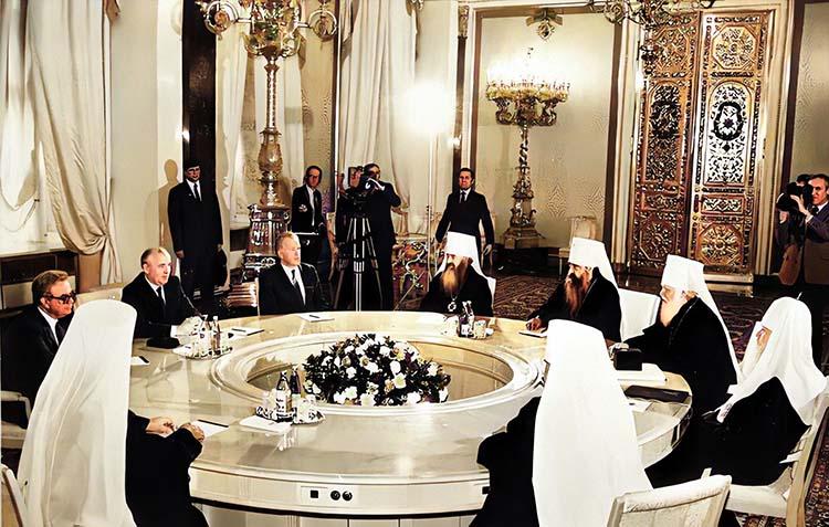 Встреча Горбачева со Святейшим Патриархом Пименом и членами Священного Синода