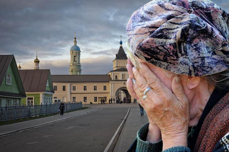 Женщина закрывает лицо руками
