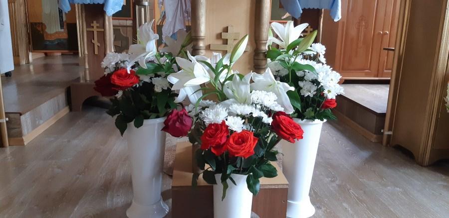 Цветы к праздничной Казанской иконе Божией Матери