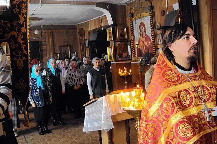 Богослужение в храме Казанской Божьей Матери в посёлке Ветлужский