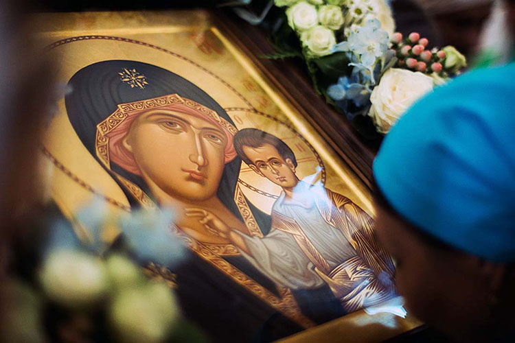У иконы Божией Матери Казанская