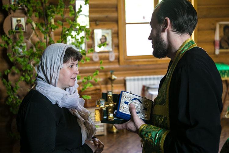 Женщина и священник