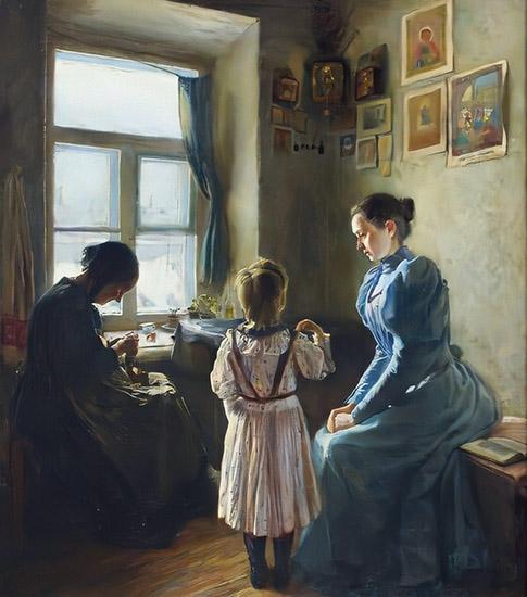 Девочка молится перед иконами