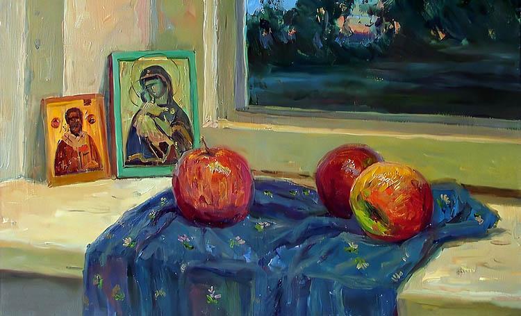 Иконы и яблоки на окне